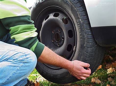 How to Change a Tire - autoevolution