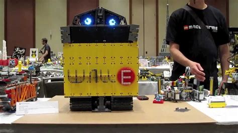 WALL-E5 TRANSFORMING MINDSTORMS® NXT® ROBOT - YouTube