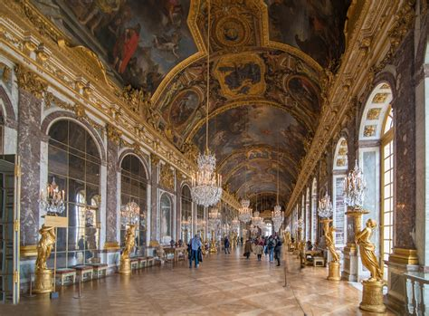Galerie des Glaces - In the 17th century, mirrors were amo